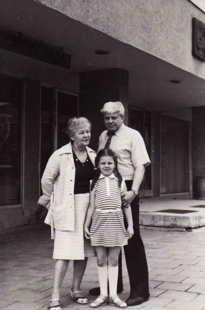 Donatas Banionis su žmona Ona ir anūke Inga