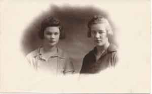 Liūnė Janušytė su seserimi Marija