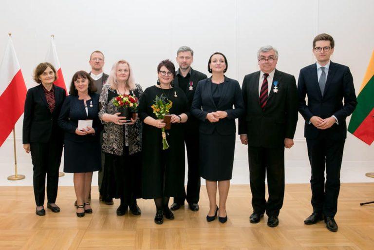 Alicija Teresė Matiukienė antra iš kairės