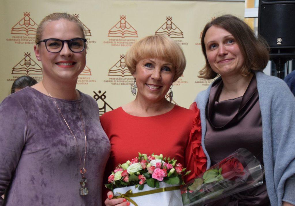 Anykščių rajono savivaldybės mero patarėja Gabrielė Griauzdaitė-Patumsienė, Audronė Berezauskienė, bibliotekos direktorė Jurgita Bugailiškienė