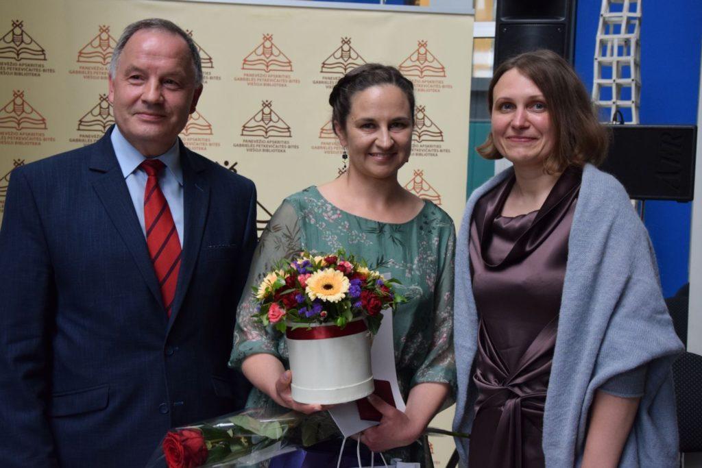 Panevėžio rajono vicemeras Antanas Pocius, Laura Šinkūnienė, bibliotekos direktorė Jurgita Bugailiškienė
