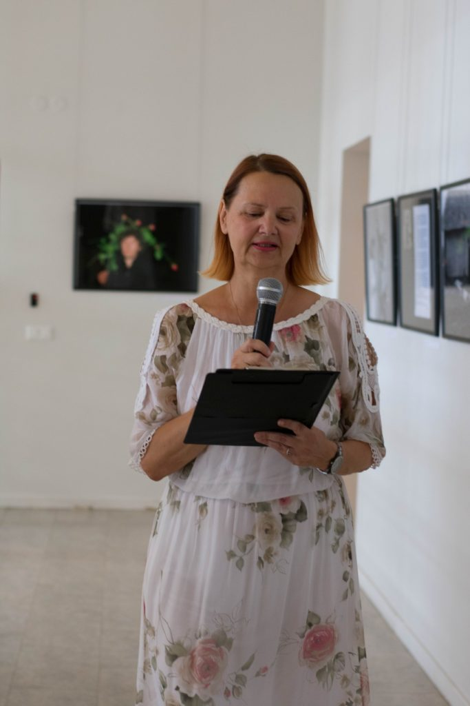 Parodą pristatė bibliotekos kultūrinių renginių koordinatorė Vida Mikelevičiūtė