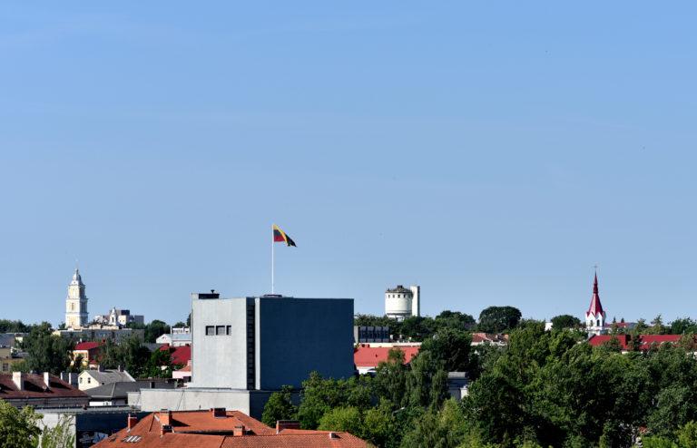 Panevėžio miesto panorama ir trispalvė
