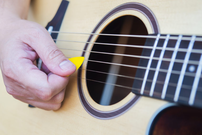 Gitara ir ranka