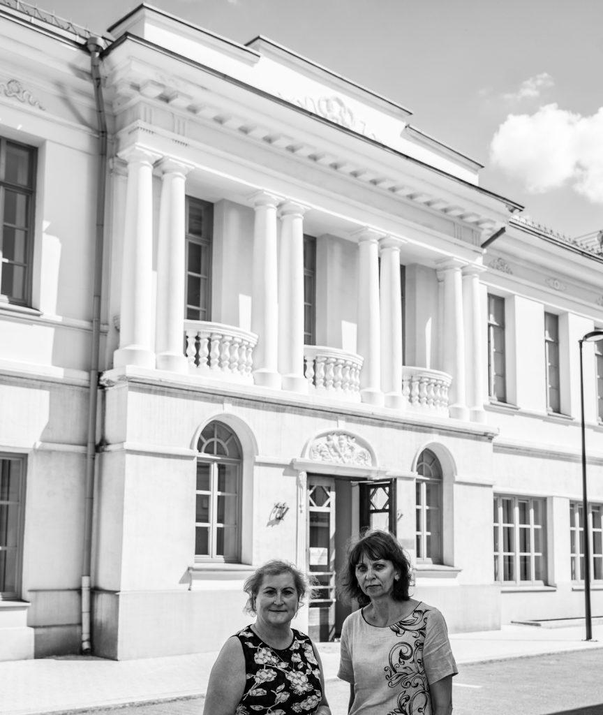 Bibliotekos darbuotojos, pastato mentorės Rūta Juzėnienė ir Ilona Mažylytė