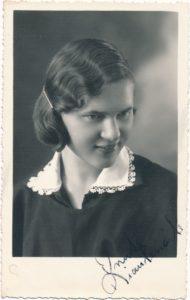 Ona Kiaulėnaitė-Sagatienė. Fotogr. J. Žitkaus. Panevėžys. 1937 m. PAVB F29-25