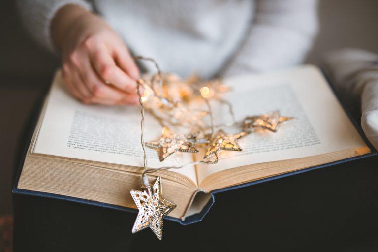 Knyga - kalėdinė dekoracija