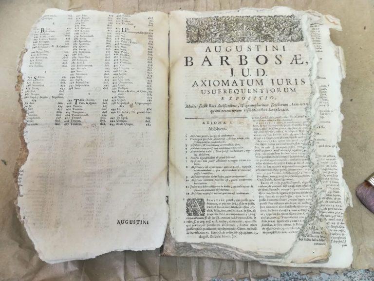 """Knyga """"Tractatus varii"""" prieš restauravimą"""