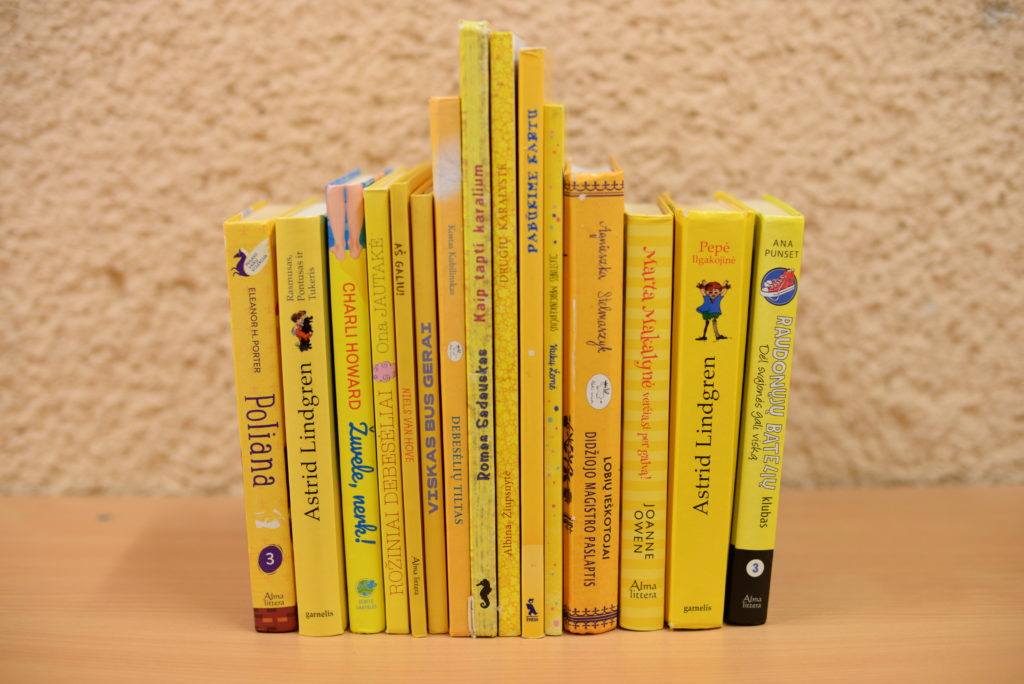 Biblioteka geltonuoja